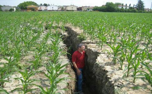 Sul sisma che ci ha colpito è ora di piantarla