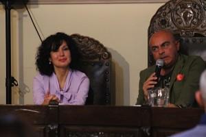 Ingrid Tugnoli con Giuliano Monari durante il dialogo dell'incontro con l'autore