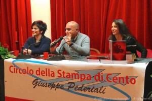 da sx. Lisa Lambertini, Giuliano Monari giornalista e presidente circolo della stampa e cristina benini narratrice