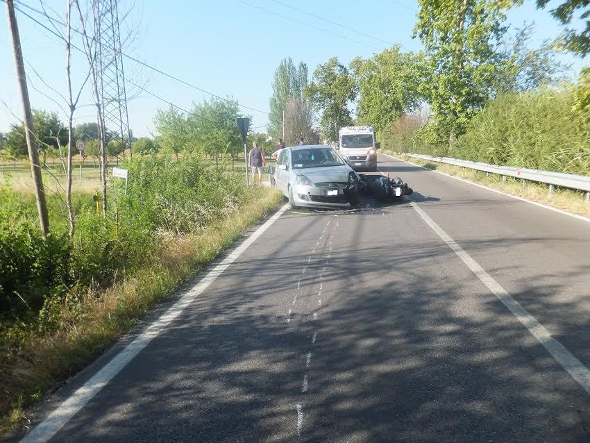 ENNESIMO INCIDENTE IN VIA NUOVA: FRONTALE TRA AUTO E MOTO!